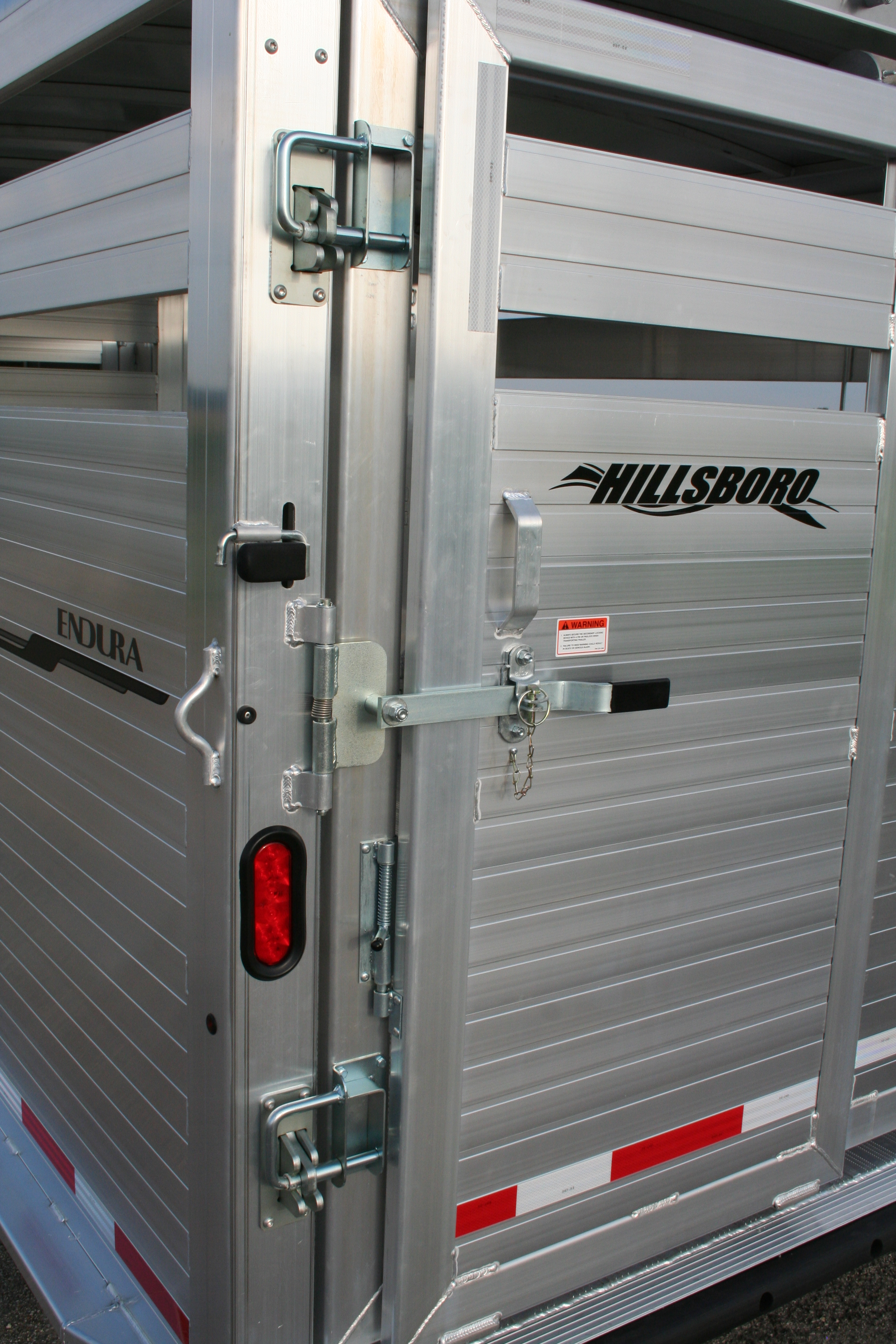 Endura livestock trailer hillsboro trailers and truckbeds standard endura rear posilatch and secondary latch sciox Images
