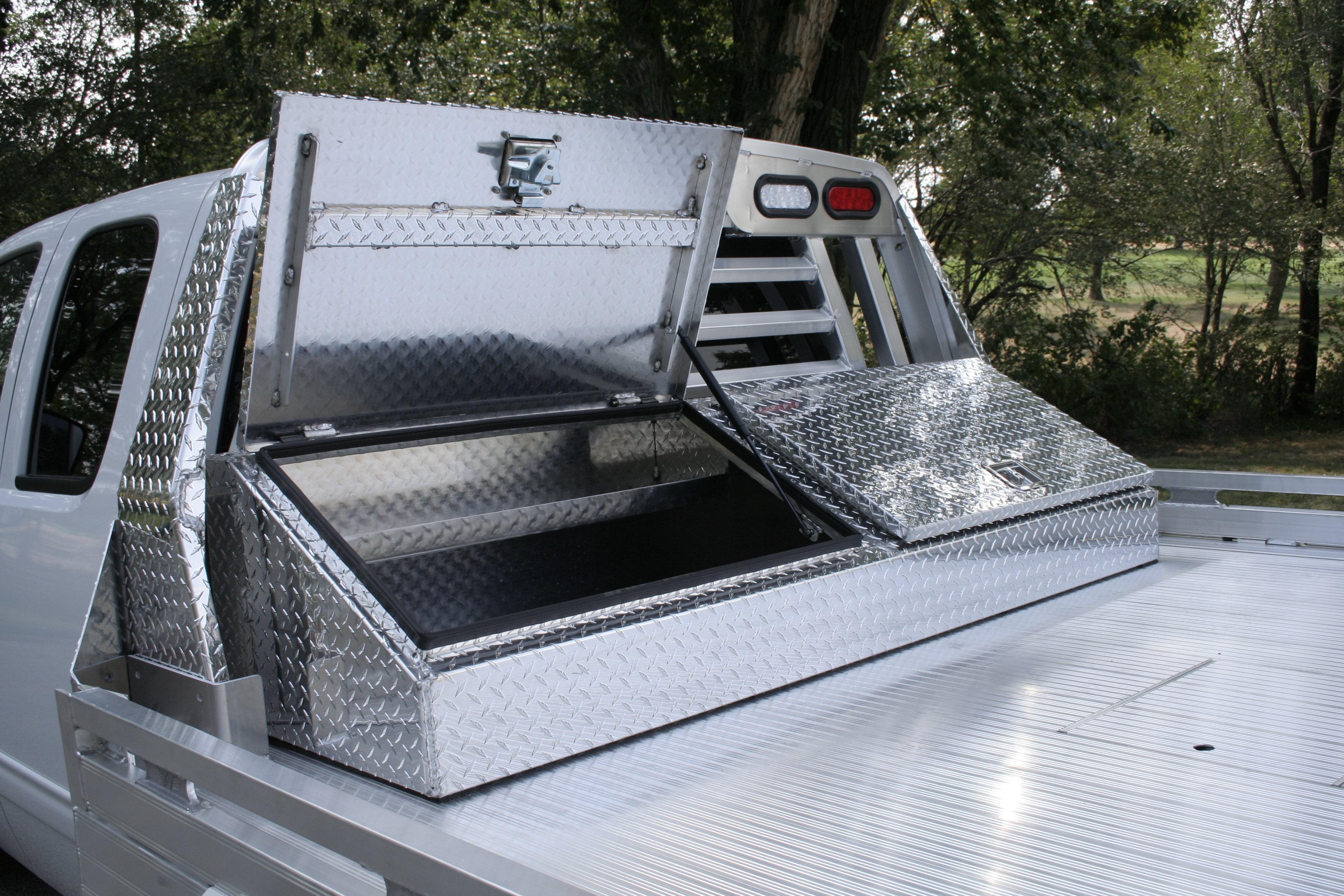 Flush Mount Truck Tool Box >> 3000 Series Aluminum Truck Beds | Hillsboro Trailers and ...
